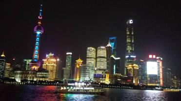 Skyline von Shanghai am Abend